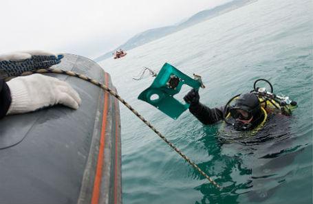 Водолаз во время поисково-спасательных работ у побережья Черного моря, где потерпел крушение самолет Ту-154 Минобороны РФ.