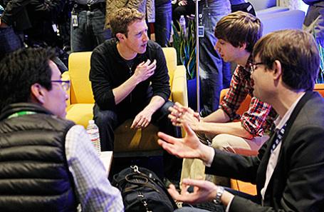 Марк Цукерберг с коллегами.