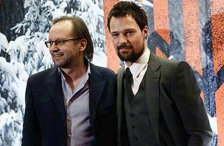 Режиссер Андрей Кравчук и актер Данила Козловский (слева направо) на премьере фильма «Викинг».