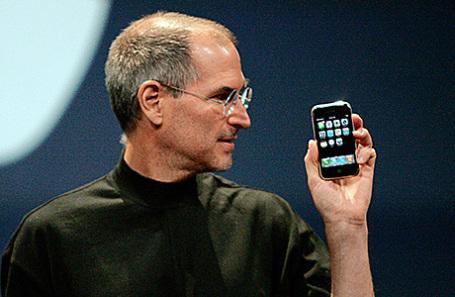 Стив Джобс во время презентации айфона 9 января 2007.