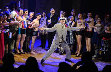 Сцена из спектакля «Скрипка бубен и утюг» под руководством Николая Коляды.