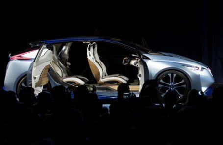 Один из первых прототипов «умного» автомобиля с использованием искусственного интеллекта Cortana, разработанный Nissan в партнерстве с Microsoft.