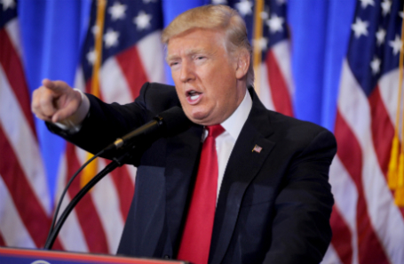 Дональд Трамп во время первой большой пресс-конференции после избрания его президентом США