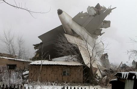 На месте авиакатастрофы в Бишкеке.