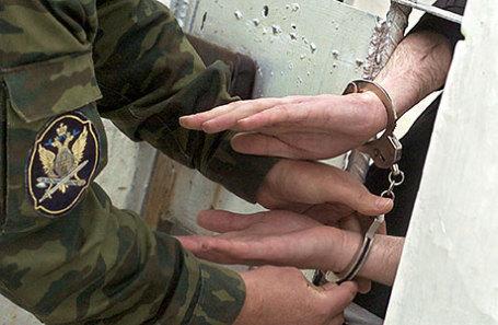Заключенный, в одиночной камере на участке для содержания осужденных к пожизненному заключению в исправительной колонии.