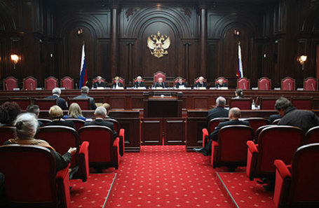 На заседании Конституционного суда РФ.