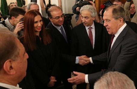 Министр иностранных дел РФ Сергей Лавров (справа) во время встречи с представителями групп сирийской оппозиции.