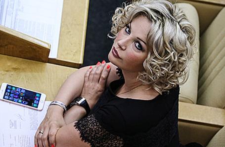 Экс-депутата Максакову-Игенбергс изгонять из партии не собираются,  в отличие от супруга, которого в партии не видели со времени думских выборов
