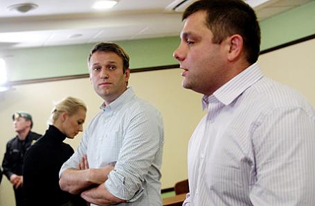 Алексей Навальный и Петр Офицеров (слева направо).