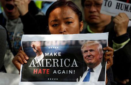 Участница протеста против Дональда Трампа.