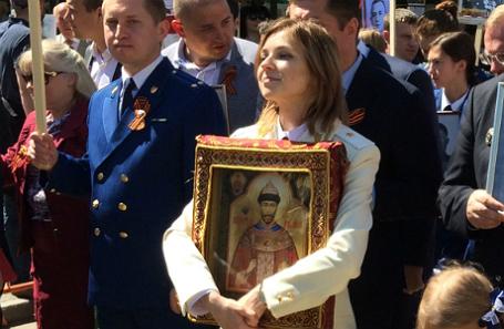 Наталья Поклонская на акции «Бессмертный полк» с иконой Николая Второго.