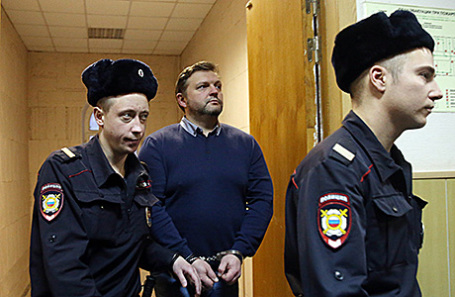 Никита Белых (в центре).