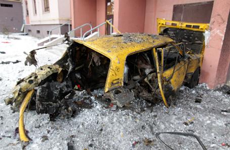Последствия обстрела в Донецке.