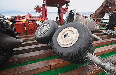 Подъем обломков потерпевшего крушение самолета Ту-154 Минобороны РФ со дна Черного моря.