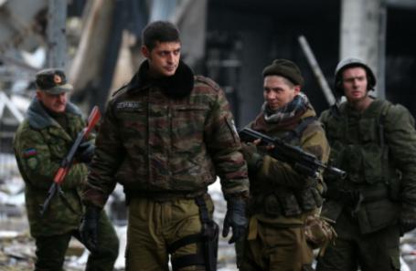 Командир подразделения «Сомали» армии ДНР Михаил Толстых с позывным «Гиви» (второй слева)