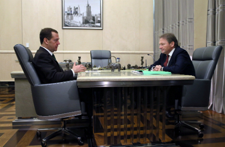 Премьер-министр РФ Дмитрий Медведев и уполномоченный при президенте РФ по правам предпринимателей Борис Титов (слева направо).