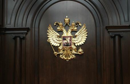 В зале заседаний Конституционного суда.