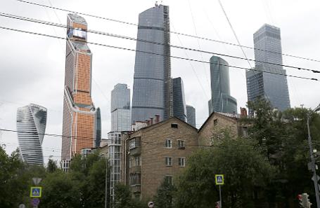 Вид на Московский международный деловой центр «Москва-Сити» на Пресненской набережной в Пресненском районе Центрального административного округа.