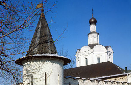 Привратная башня Андроникова монастыря.