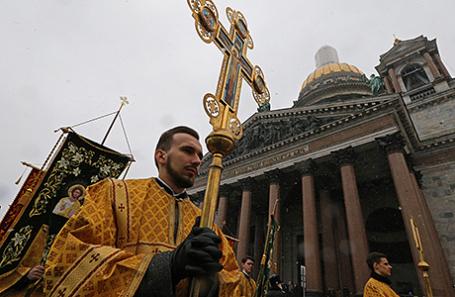 Крестный ход в поддержку передачи Исаакиевского собора РПЦ в Санкт-Петербурге.