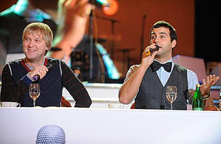 Ведущие программы «Прожекторперисхилтон» Сергей Светлаков и Иван Ургант (слева направо).