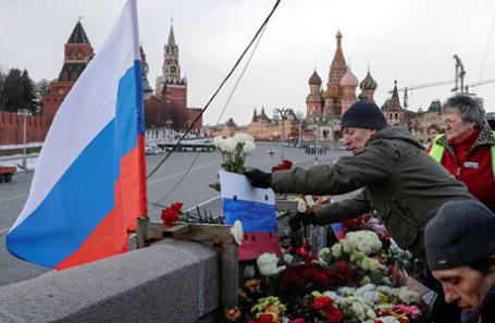 Участники марша памяти, посвященного годовщине гибели политика и общественного деятеля Бориса Немцова.
