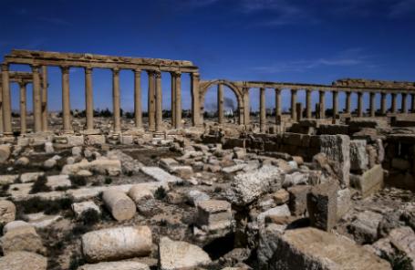 Сирия. Пальмира. Фрагмент Великой колоннады в исторической части города.