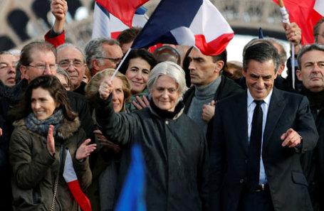 Франсуа Фийон и его жена Пенелопа на митинге в Париже 5 марта.