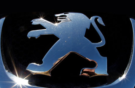 Логотип Peugeot.