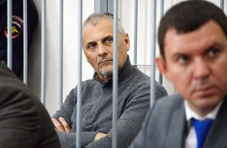 Бывший губернатор Сахалинской области Александр Хорошавин, обвиняемый в получении взятки в особо крупном размере, во время заседания в Южно-Сахалинском городском суде.