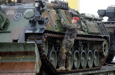 Разгрузка немецкой техники в Литве.