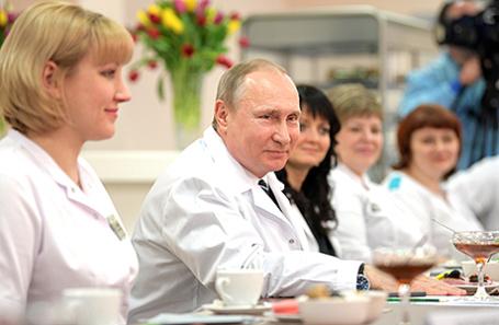Президент России Владимир Путин во время посещения перинатального центра Брянской городской больницы № 1.