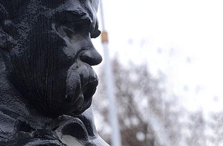 Памятник Тарасу Шевченко в Симферополе.