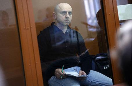Обвиняемый в причастности к захвату заложников в театральном центре на Дубровке в 2002 году Хасан Закаев во время заседания в Московском окружном военном суде.