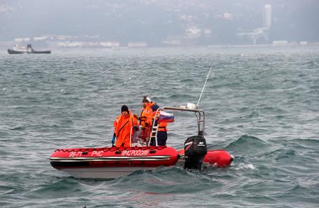 Поисково-спасательные работы на месте катастрофы самолета Ту-154 Минобороны РФ у побережья Сочи.