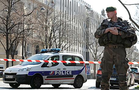 Оцепление около отделения МВФ в Париже, Франция, 16 марта 2017.