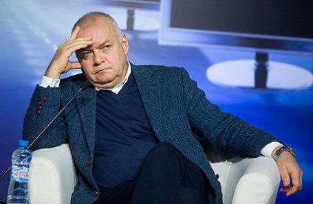 Активисты сгеоргиевскими лентами вступили вспор спропагандистом Киселевым