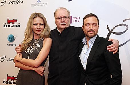 Актриса Мария Миронова, режиссер Владимир Бортко и актер Алексей Чадов (слева направо) на премьере фильма «О любви» в кинотеатре «Октябрь».