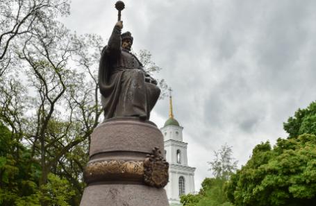 Украина. Полтава. Памятник гетману Ивану Мазепе в парке Соборного майдана.
