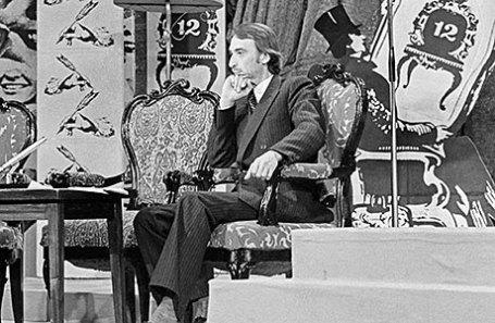 Иванов Александр - поэт-пародист, ведущий телевизионной передачи под названием «Вокруг смеха».