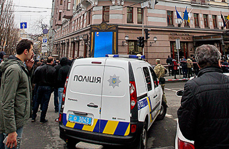 На месте убийства бывшего депутата Государственной думы РФ Дениса Вороненкова в Киеве.