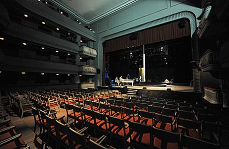 Сцена в Театре Наций.