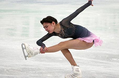 Российская спортсменка Евгения Медведева во время выступления в произвольной программе в женском одиночном катании на чемпионате мира по фигурному катанию в Хельсинки, Финляндия.