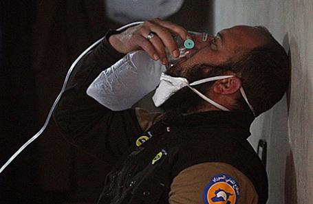 Пострадавший в результате предполагаемой газовой атаки в городе Хан-Шейхун, провинция Идлиб, Сирия.