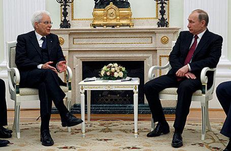 Президент Италии Серджо Маттарелла и президент РФ Владимир Путин (слева направо) во время встречи в Кремле.