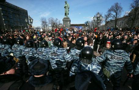 Несанкционированная акция оппозиции против коррупции на Пушкинской площади в Москве 26 марта.