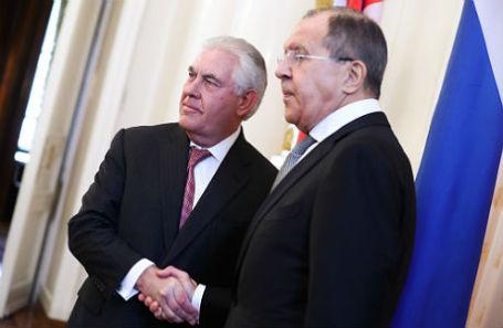 Госсекретарь США Рекс Тиллерсон и министр иностранных дел РФ Сергей Лавров перед началом переговоров.