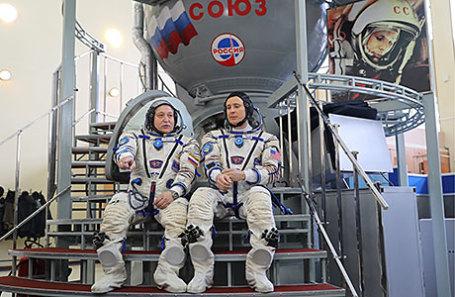 Члены основного экипажа: космонавт Роскосмоса Федор Юрчихин и астронавт НАСА Джек Фишер (слева направо) во время комплексных экзаменационных тренировок экипажей 51/52-й экспедиции на МКС в Центре подготовки космонавтов имени Ю. А. Гагарина.