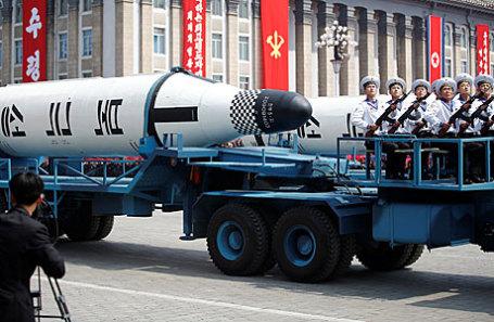 Во время военного парада в Пхеньяне.