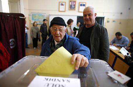На избирательном участке в Измире.